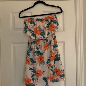 Summery floral dress with back cutout